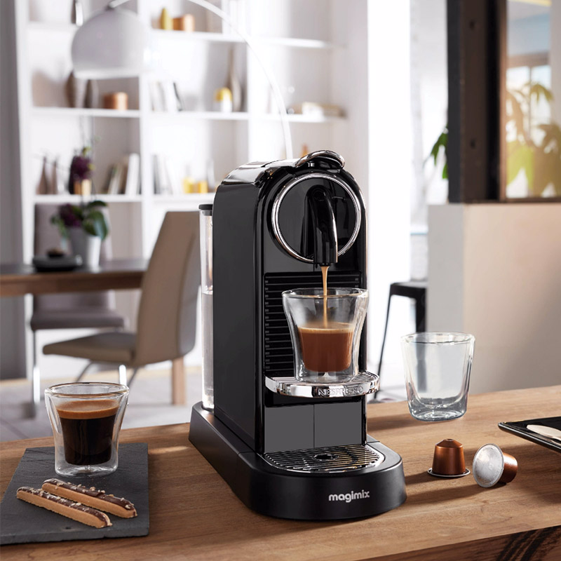 https://blog.but.fr/wp-content/themes/but-blog/assets/images/media/1-cafetiere-nespresso-noire.jpg