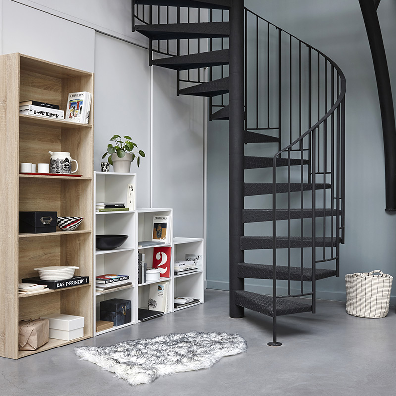 biblioth ques placards am nager un espace sous l 39 escalier blog but. Black Bedroom Furniture Sets. Home Design Ideas