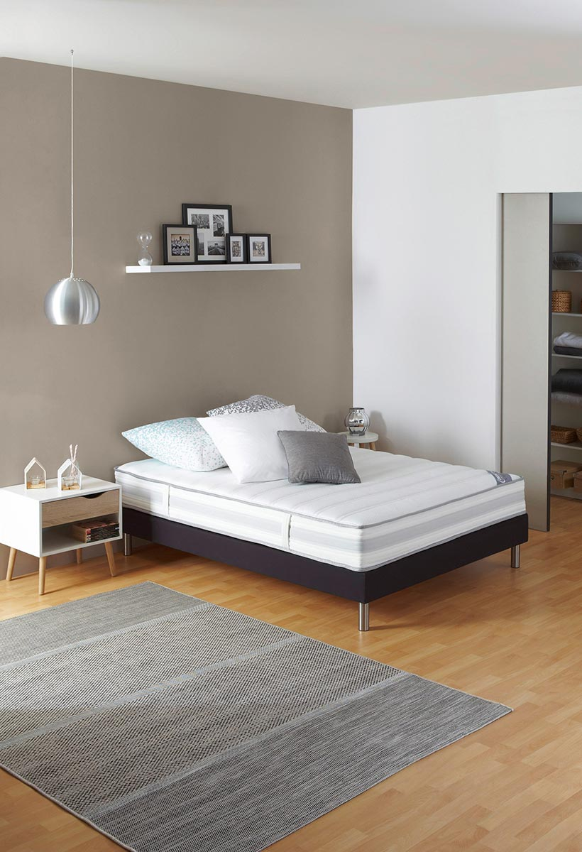mal de dos quel type de matelas privil gier blog but. Black Bedroom Furniture Sets. Home Design Ideas
