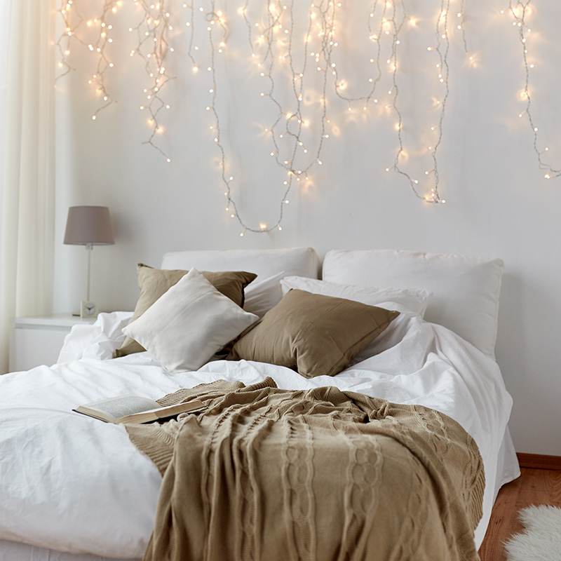 une guirlande lumineuse pour un clairage tr s doux blog but. Black Bedroom Furniture Sets. Home Design Ideas