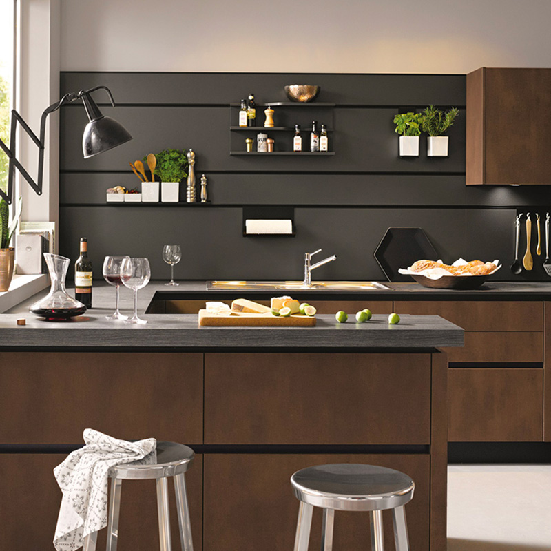 cuisine noir et bois 10 photos pour r ussir votre d cor blog but. Black Bedroom Furniture Sets. Home Design Ideas