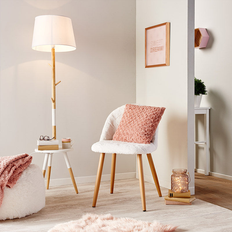chaise cocooning fausse fourrure blanche