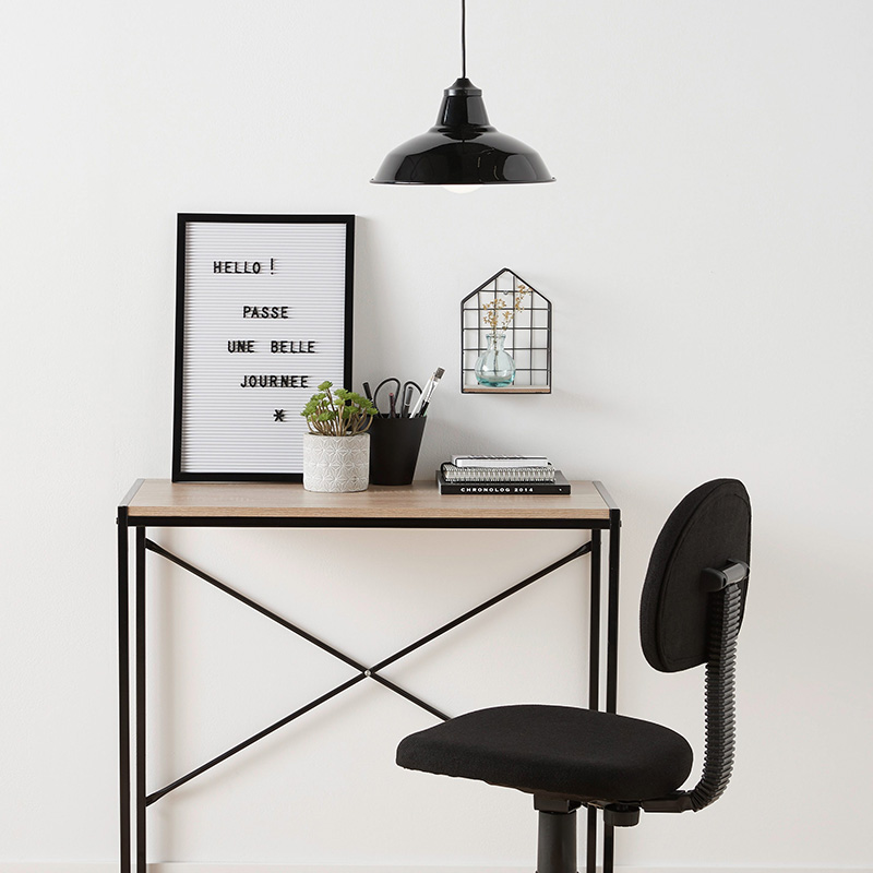suspension metallique noire bureau