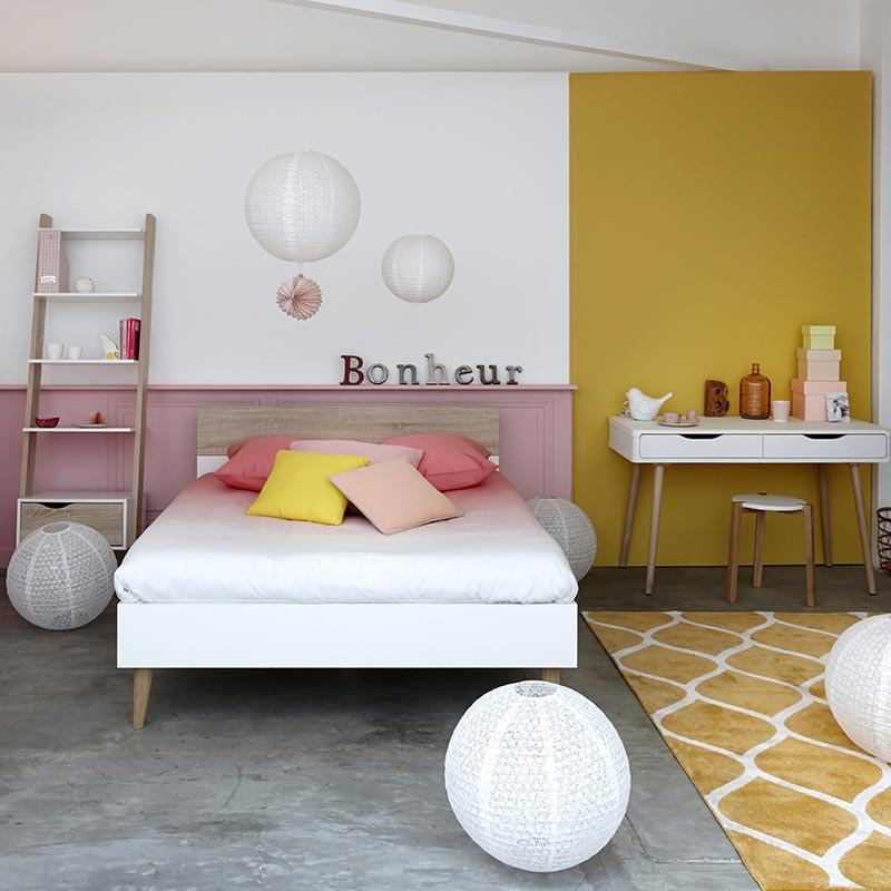 chambre fille jaune rose