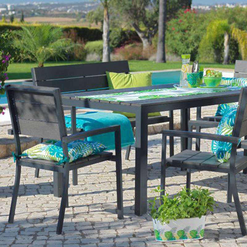 decoration jardin table chaise coussin