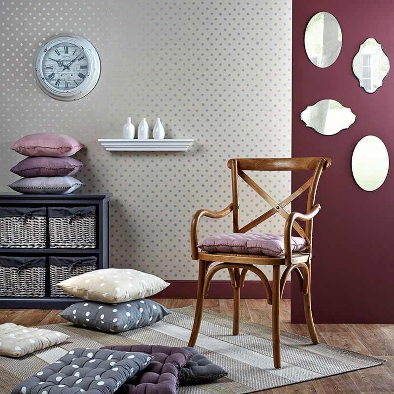 style campagne chic horloge chaise bois